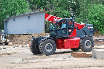 Rent of telescopic loader MAGNI HTH-10.10